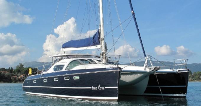 Catamaran à louer à Gouviá au meilleur prix