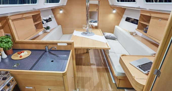 Jeanneau Sun Odyssey 319 entre particuliers et professionnel à Volos