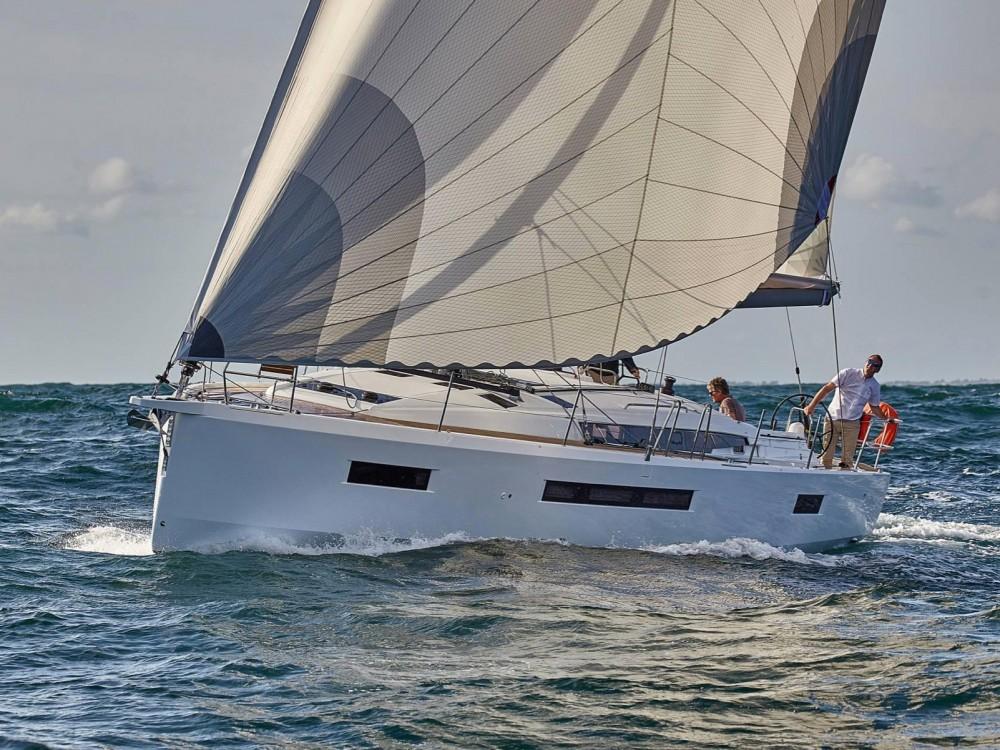 Location bateau Jeanneau Sun Odyssey 490 à Laurion sur Samboat