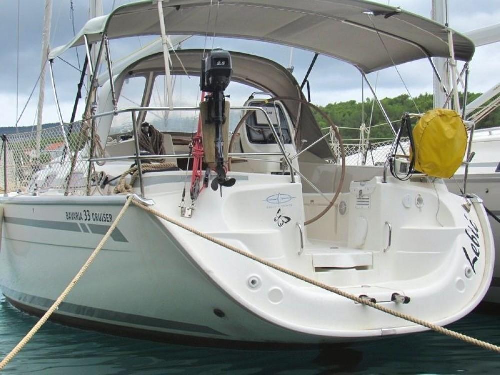 Louez un Bavaria Bavaria 33 Cruiser à Split