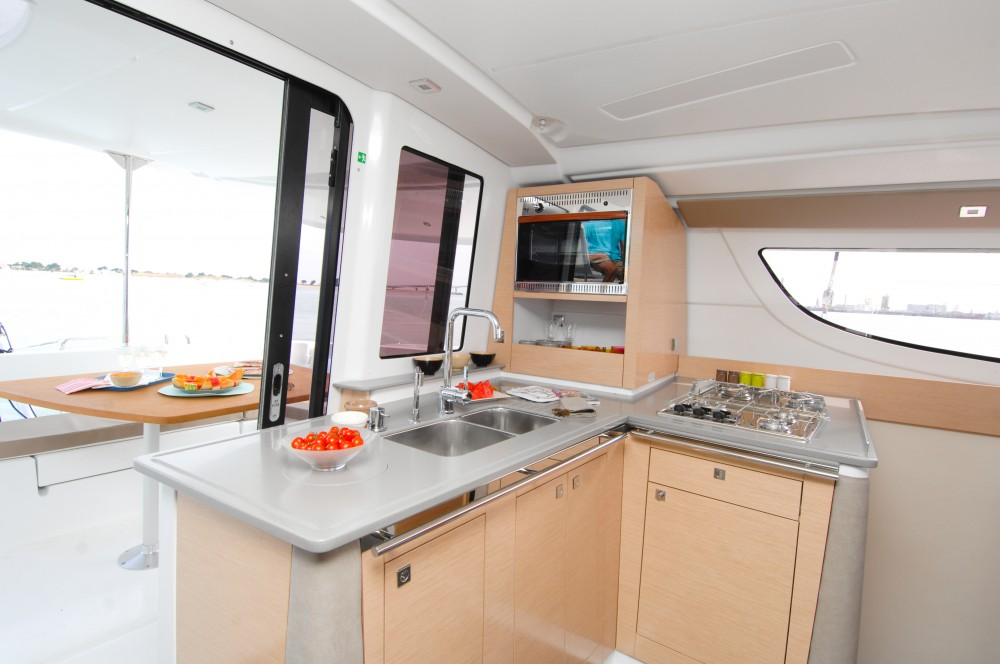 Location yacht à Marina Kaštela - Fountaine Pajot Lipari 41 (4 dbl, 2sgl) sur SamBoat