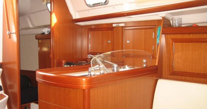 Louez un Bénéteau Oceanis 323 à Funchal