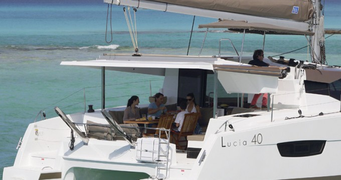 Location bateau Fountaine Pajot Lucia 40 à Porto de Portimao sur Samboat