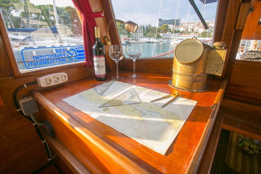 Location Bateau à moteur à Split -  Classsic dalmatian boat