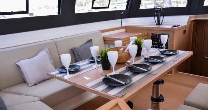 Louez un Dufour Dufour 48 Catamaran à Port de Lefkada