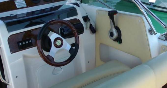 Location bateau Trogir pas cher Eolo 650