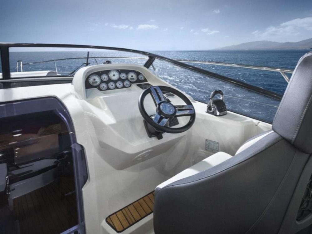 Louer Bateau à moteur avec ou sans skipper Bavaria à Trogir