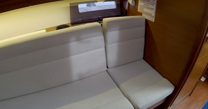 Location bateau Sibenik pas cher Dufour 350 GL