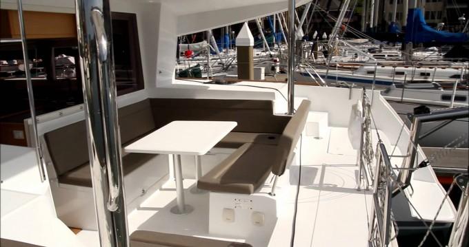 Location bateau San Vincenzo pas cher Lagoon 400