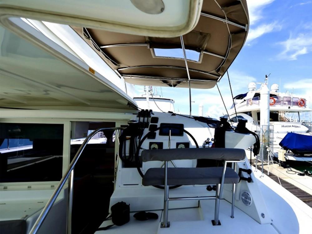 Location bateau Phuket pas cher Lagoon 421