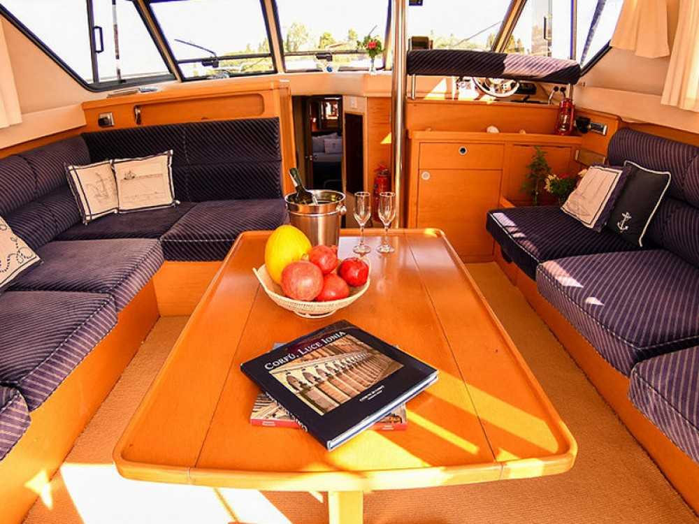 Louer Bateau à moteur avec ou sans skipper Princess à Kontokali