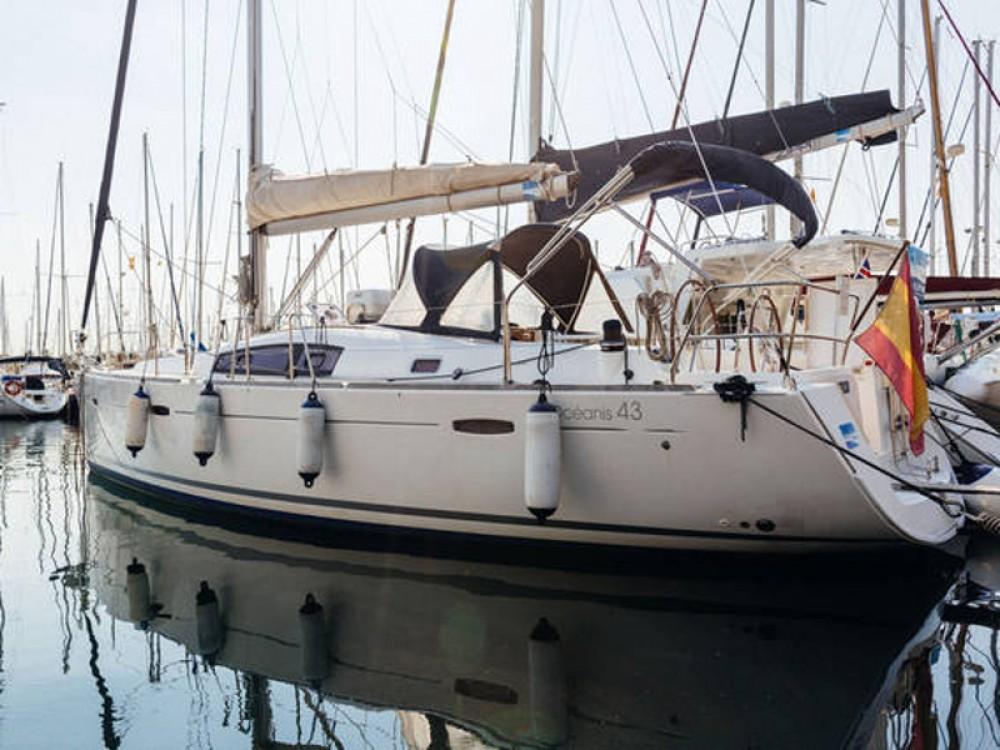 Louez un Bénéteau Beneteau Oceanis 43  à Port Olímpic