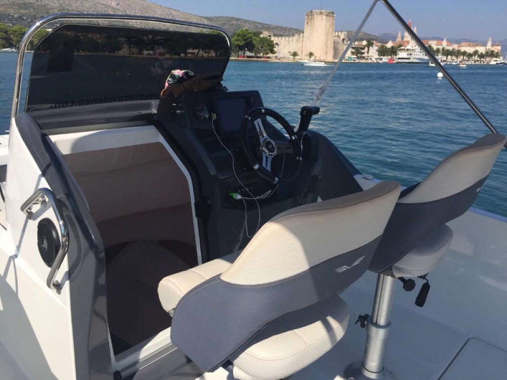 Louez un Bénéteau Beneteau Flyer 6.6 Space Deck à ACI Marina Trogir