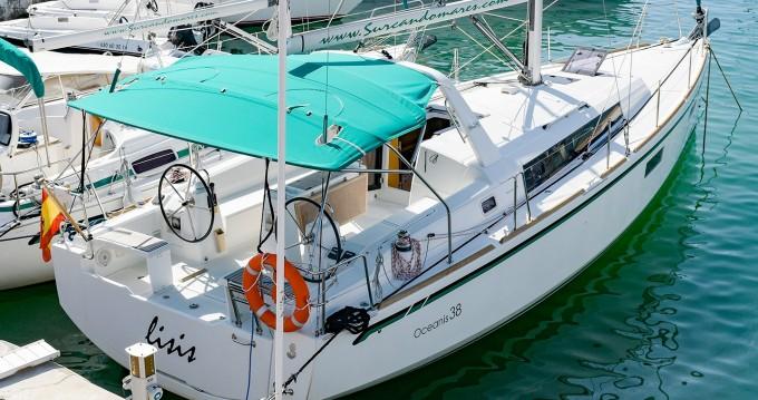 Louez un Bénéteau Oceanis 38 à Port de Sitges Aiguadolç