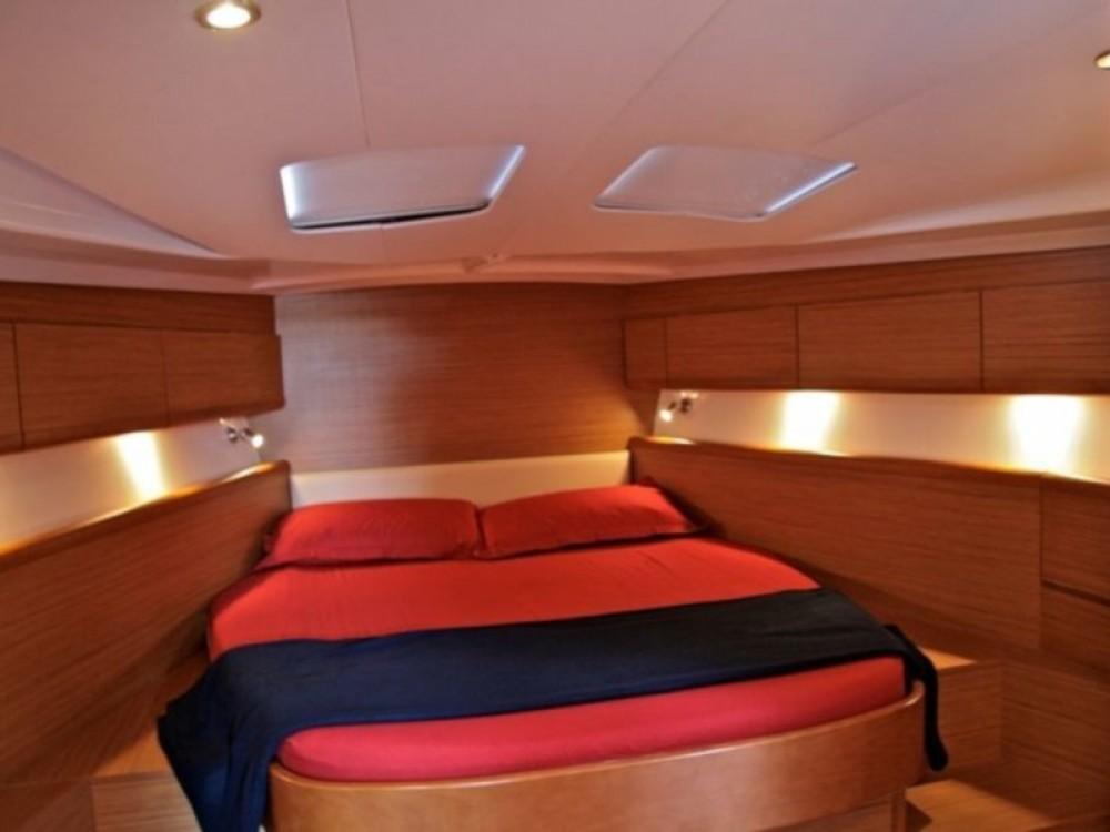 Location bateau Nettuno pas cher Sun Odyssey 49i