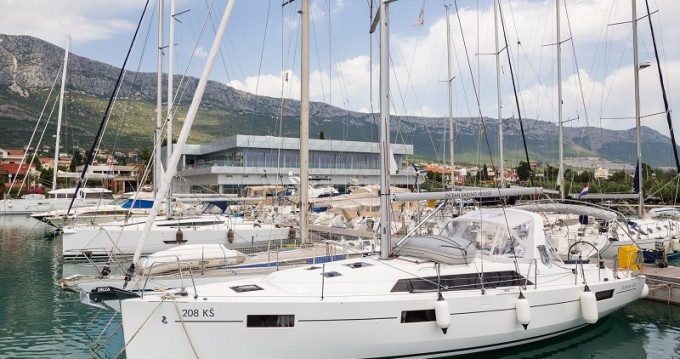 Location bateau Kaštel Gomilica pas cher Oceanis 41.1