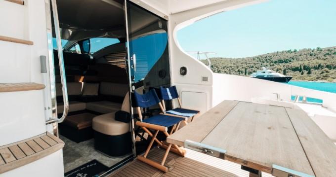 Location bateau Azimut Azimut 43 Fly à Donji Seget sur Samboat