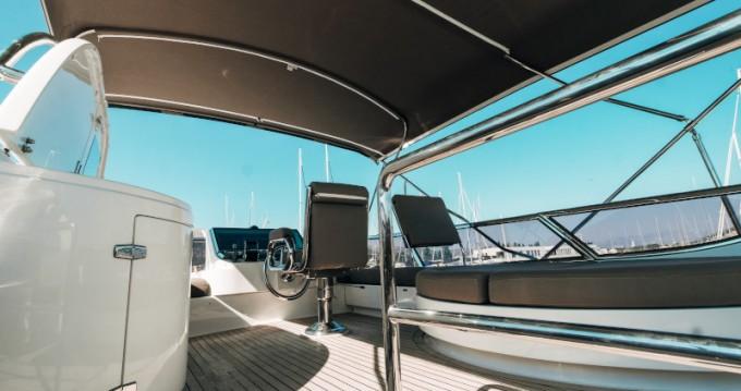 Elegance Yachts Elegance 60 Fly entre particuliers et professionnel à Donji Seget
