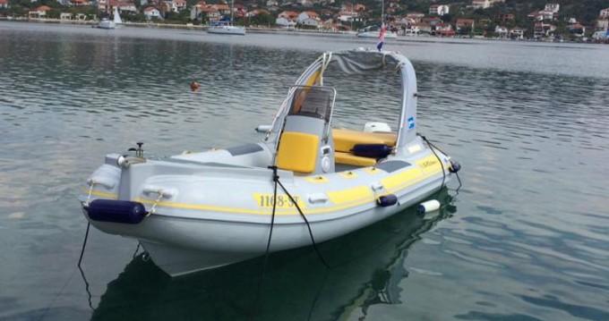Louer Bateau à moteur avec ou sans skipper  à Trogir