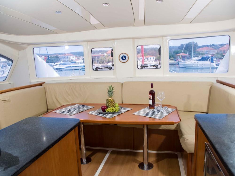 Location bateau Vatopedi pas cher Leopard 384