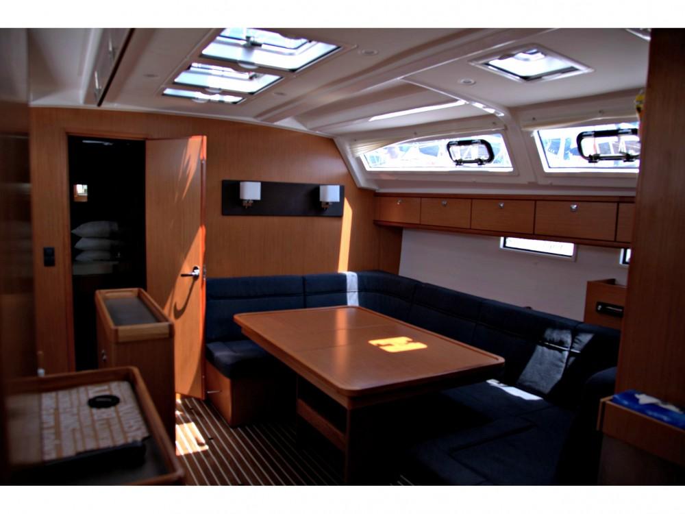 Bavaria Bavaria Cruiser 46 entre particuliers et professionnel à Marina Gouvia