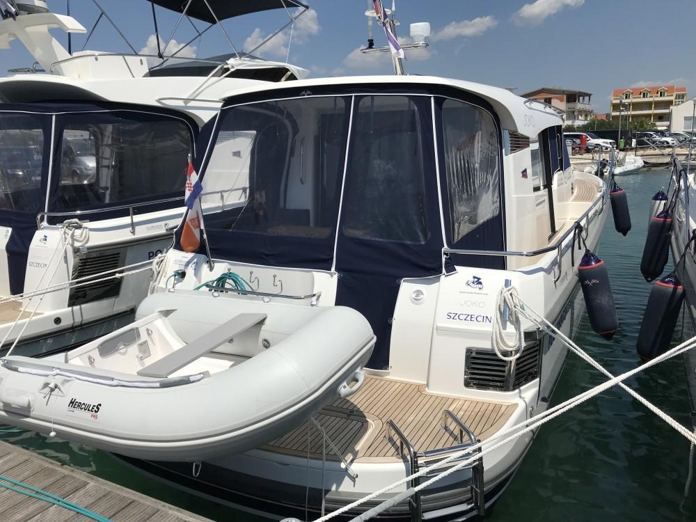 Location bateau Nimbus Nimbus 365 Coupé à Pirovac sur Samboat