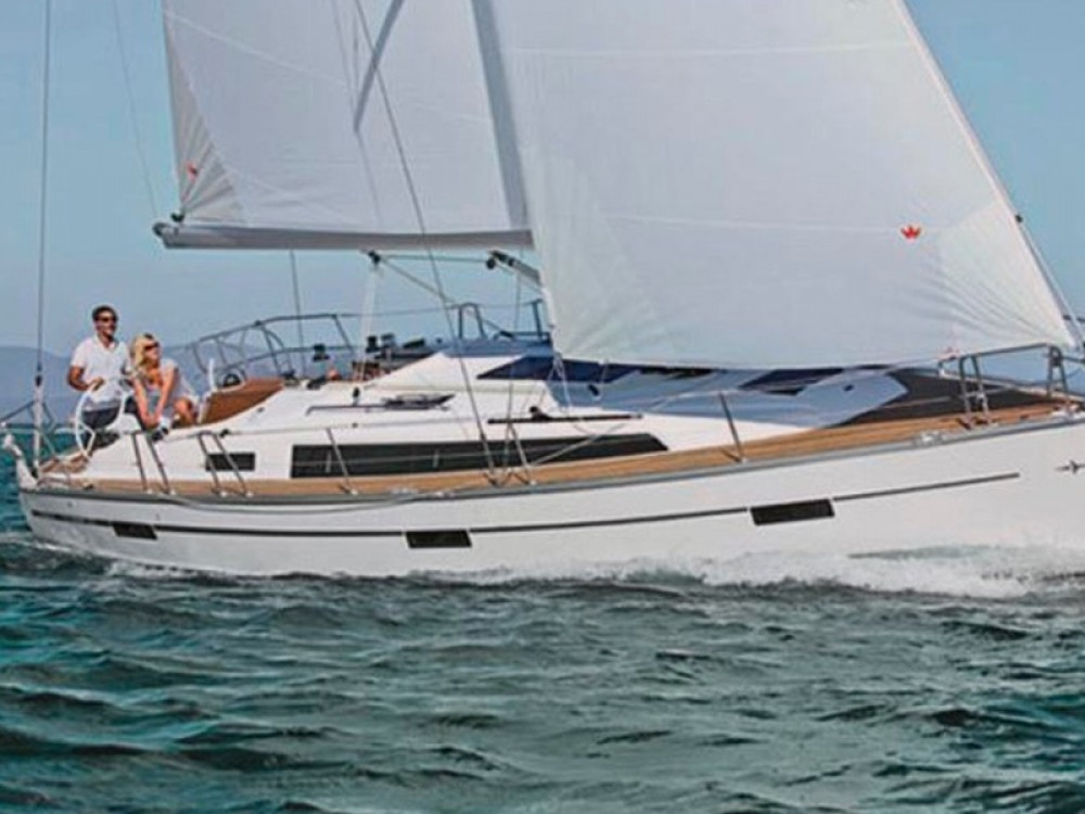 Location bateau Bavaria Bavaria 37 Cruiser à Marina de Alimos sur Samboat