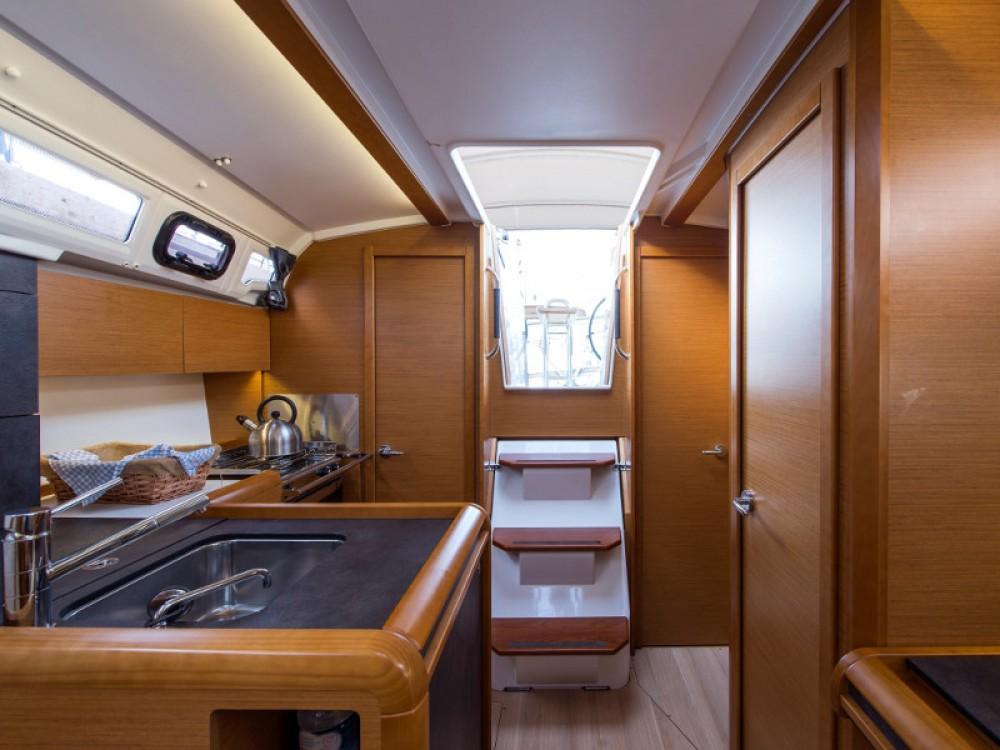Location yacht à Marina de Alimos - Jeanneau Sun Odyssey 349 sur SamBoat