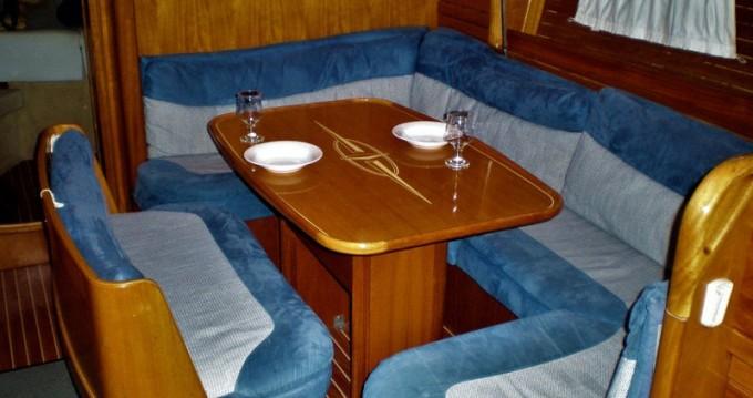 Louez un Bavaria Bavaria 39 Cruiser à Lefkada (Île)