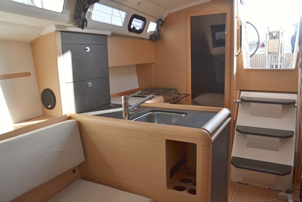 Location yacht à Nettuno - Jeanneau Sun Odyssey 349 sur SamBoat
