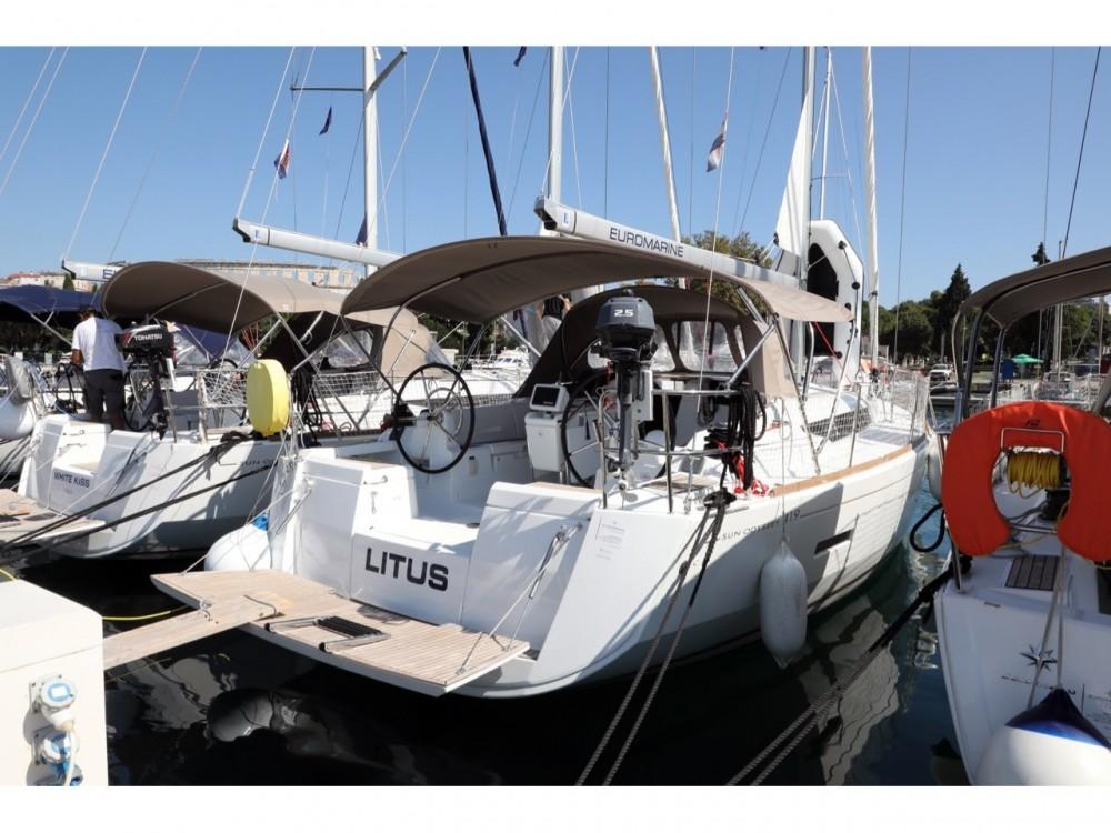 Location bateau Jeanneau Sun Odyssey 419 à Grad Pula sur Samboat