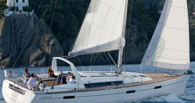 Bénéteau Oceanis 45 entre particuliers et professionnel à Paros