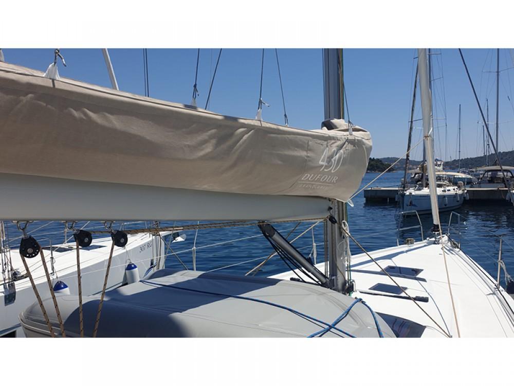 Location bateau Dufour Dufour 430 Grand Large à Rogosnizza sur Samboat
