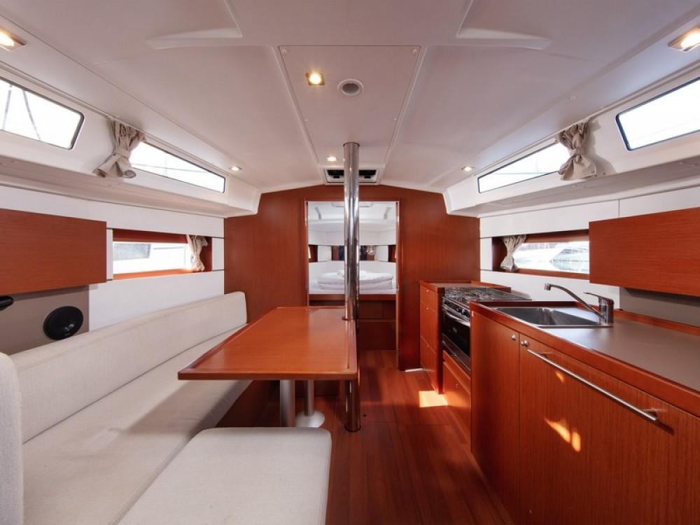Location bateau Split pas cher Beneteau Oceanis 38.1