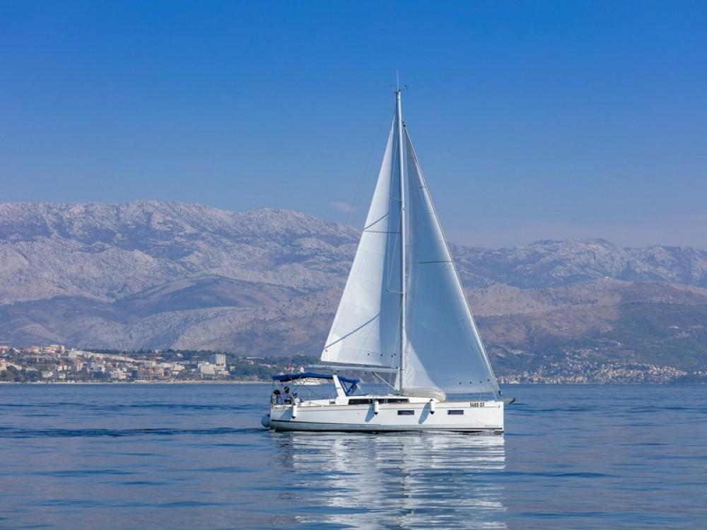 Location bateau Bénéteau Beneteau Oceanis 38.1 à Split sur Samboat