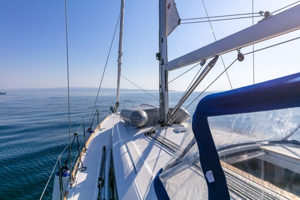 Louez un Bénéteau Beneteau Oceanis 38.1 à Split