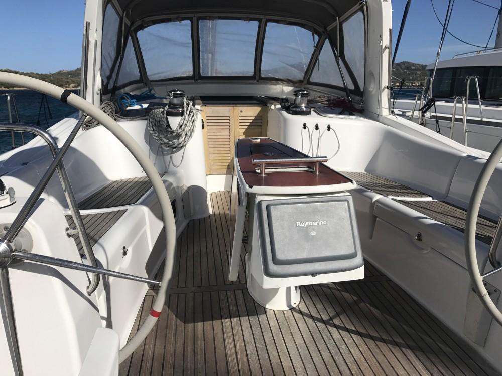 Location bateau Cala dei Sardi pas cher Oceanis 50 Family