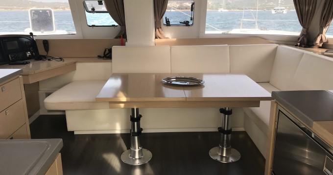 Location Catamaran à Portisco - Fountaine Pajot Helia 44