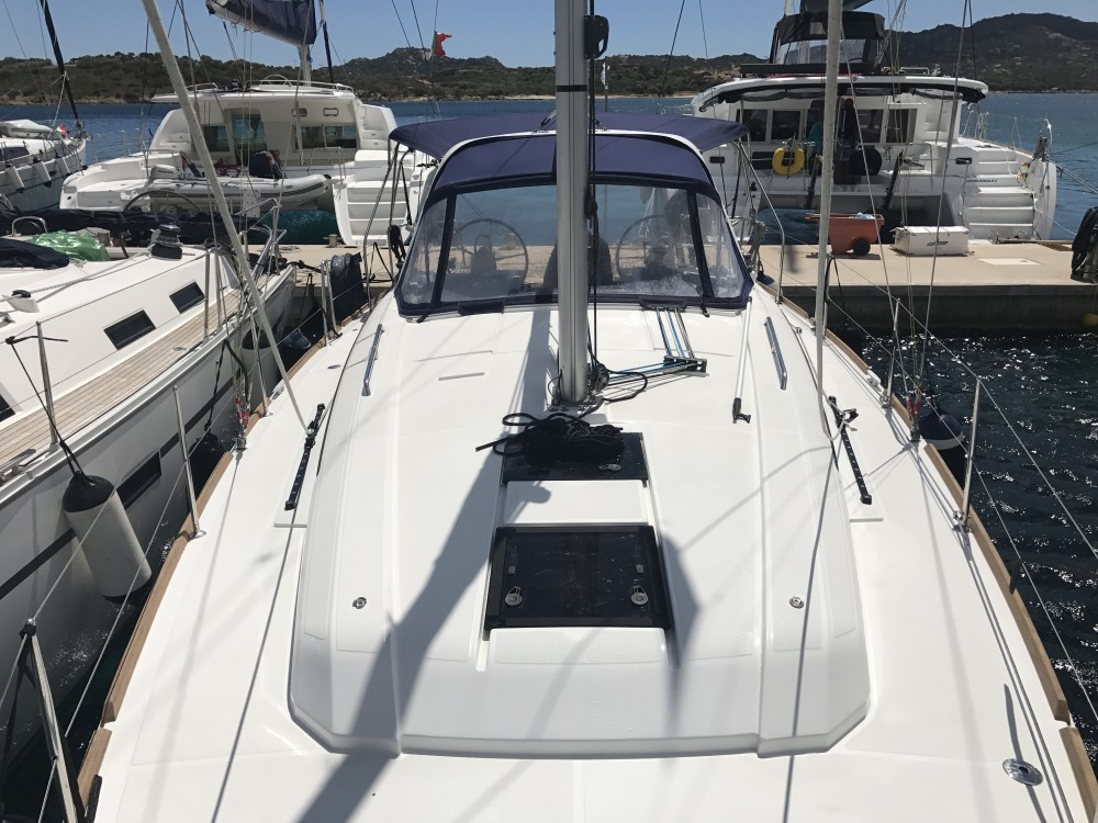 Location bateau Bénéteau Oceanis 38 à Cala dei Sardi sur Samboat