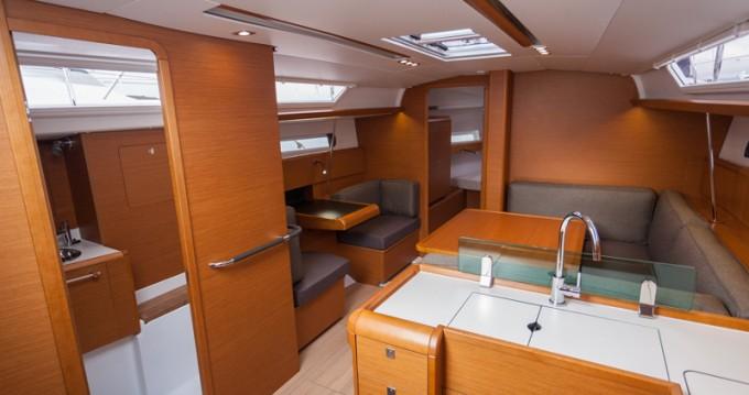 Location bateau Jeanneau Sun Odyssey 419 (1WC) à Bormes-les-Mimosas sur Samboat