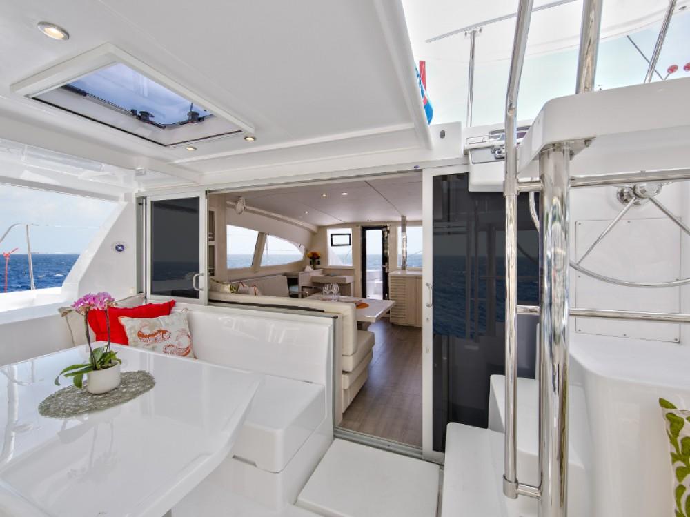 Location bateau Victoria pas cher Sunsail 404