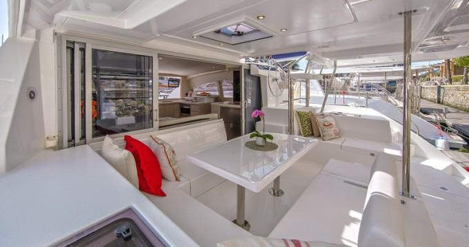 Location bateau Placencia pas cher Sunsail 404