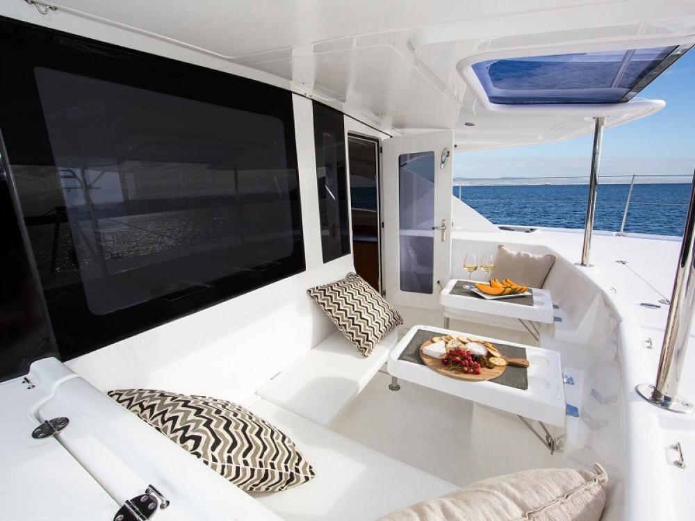 Location Catamaran à Victoria - Leopard Sunsail 444