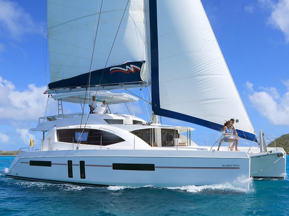 Location Catamaran à Marina - Leopard Moorings 5800