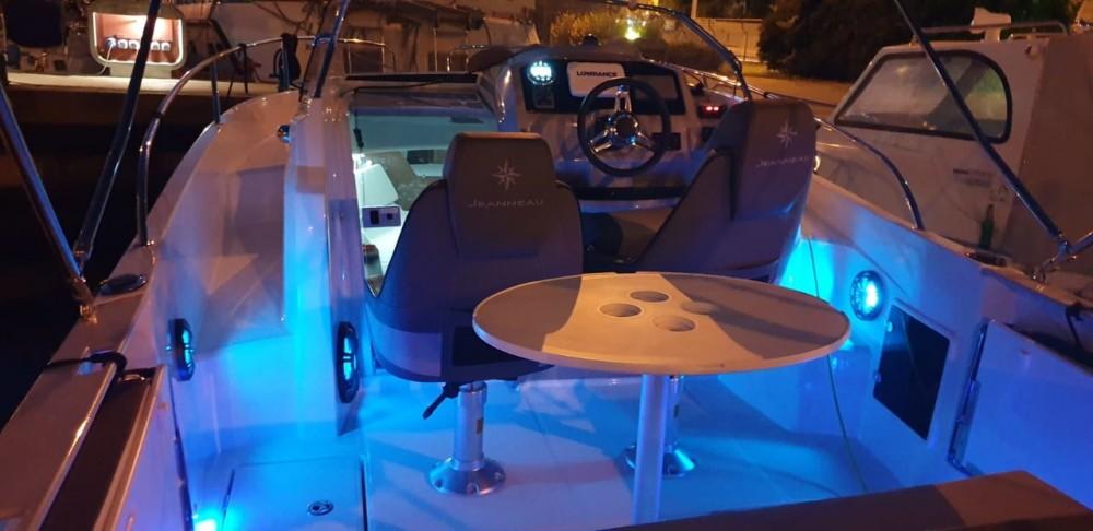 Location bateau Jeanneau Cap Camarat 7.5 WA à Zadar sur Samboat