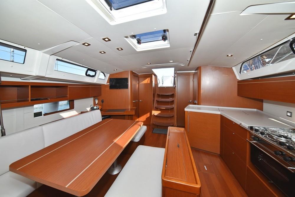 Bénéteau Oceanis 46.1 (4 cab) entre particuliers et professionnel à D-Marin Borik