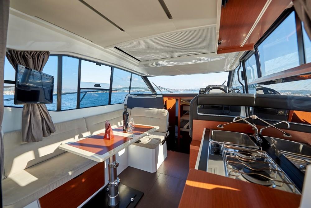Location bateau Jeanneau NC 33 à Trogir sur Samboat
