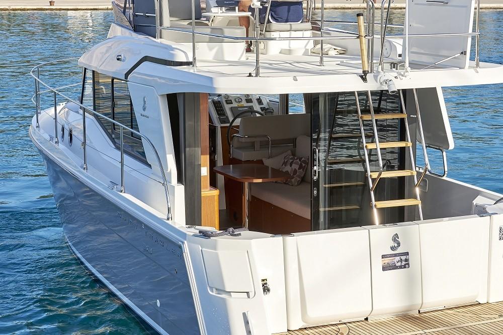 Location bateau Trogir pas cher Swift Trawler 30