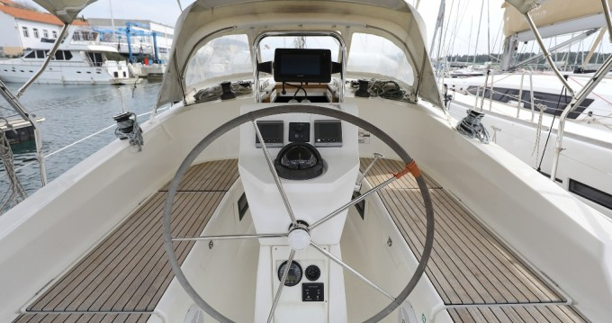 Louez un Bavaria Cruiser 36 à Sibenik