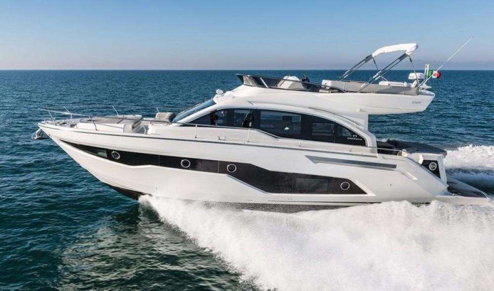 Location yacht à  - Cranchi Cranchi E 52 F Evoluzione sur SamBoat